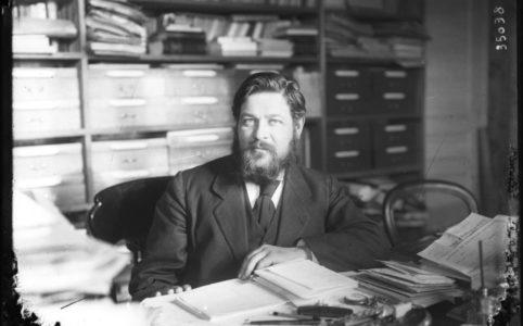 Французский социалист Альбер Тома в кабинете. Фото 1910-х гг. / Национальная библиотека Франции
