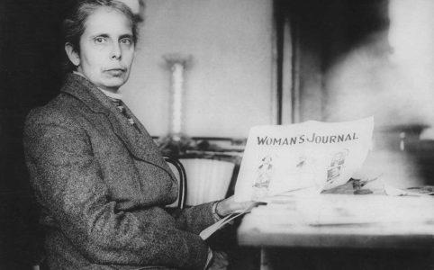 Элис Стоун Блэкуэлл с экземпляром «Женского журнала». 1910 г.