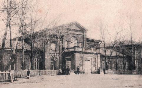 Каменная школа в Бежице. Фото 1910-х гг.