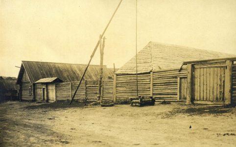 Крестьянские постройки в Брянском уезде Орловской губернии. Фото начала XX в.
