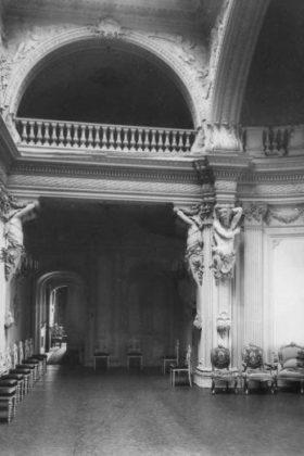 Интерьеры дворца Великого князя Михаила Александровича на Английской набережной в Петрограде. Фото 1910-х гг.