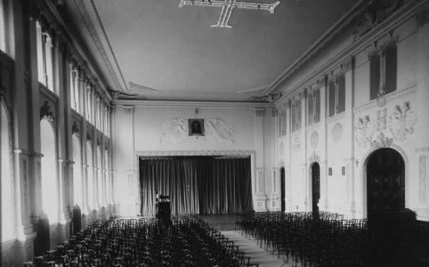 Главный зал Епархиального дома в Чернигове. 1910-е гг.