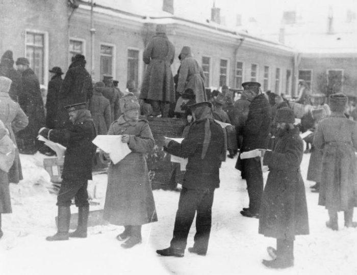 Тавричевский дворец в дни Февральской революции.