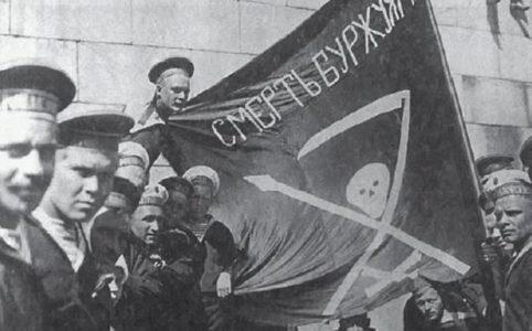 Революционные матросы линкора «Петропавловск» на Сенатской площади в Гельсингфорсе. 1917 г.