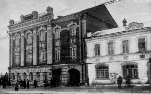 Здание Мужской гимназии в Брянске. Фото 1917 г. Из коллекции группы ВК «Брянск глазами разных поколений».