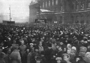 Манифестация у здания Городской думы. Москва, 1917 г.