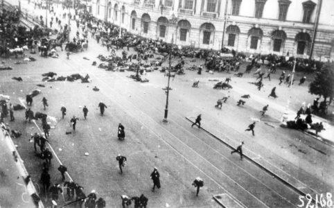 Расстрел войсками Временного правительства мирной демонстрации. Петроград. 16 (3) июля 1917 г.