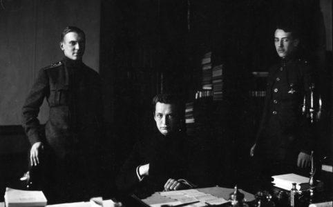 А. Ф. Керенский с помощниками. Фото К. Буллы. 1917 г.