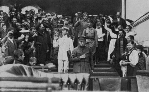 А. Ф. Керенский на Николаевском вокзале в день приезда в Москву на государственное совещание. 25 августа 1917 г.