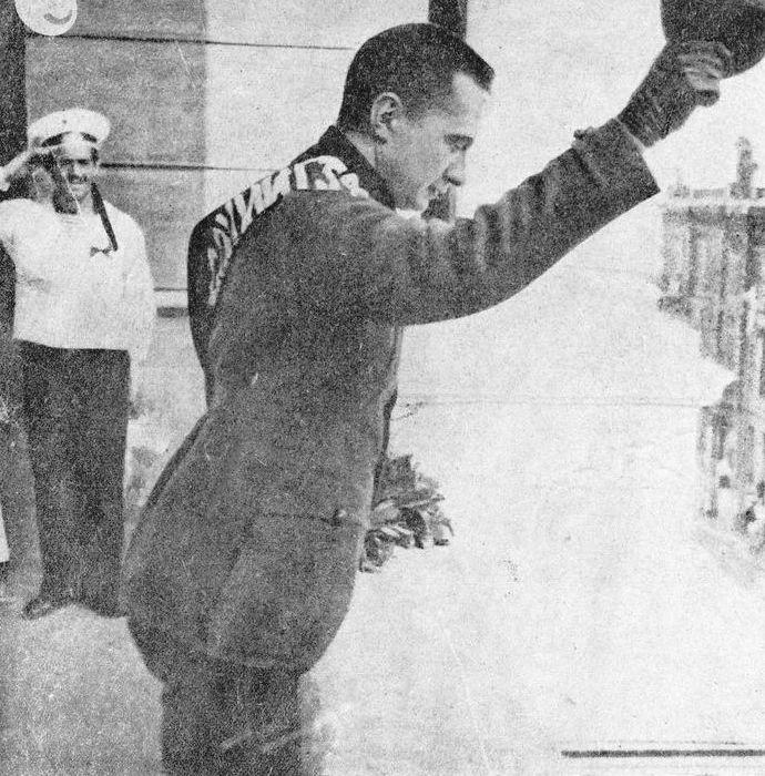 А. Ф. Керенский обращается с речью к собравшемуся на улице народу в Одессе. 1917 г.