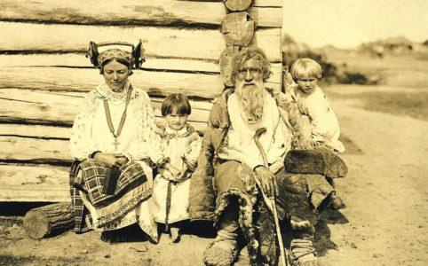Групповой портрет крестьян д. Лагиревка. Фото Н. Могилянского 1904 г.