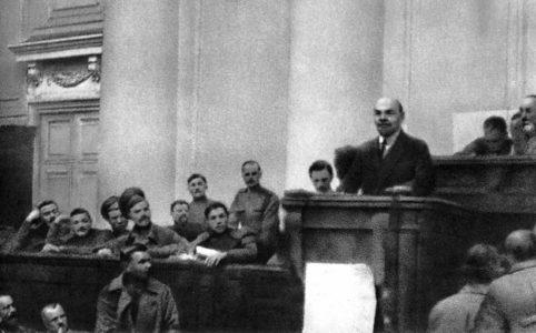 В. И. Ленин выступает в Таврическом дворце с Апрельскими тезисами. Петроград, 4 (17) апреля 1917 года
