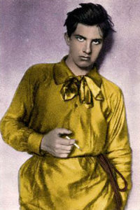 В. Маяковский в желтой рубахе, 1915 г.