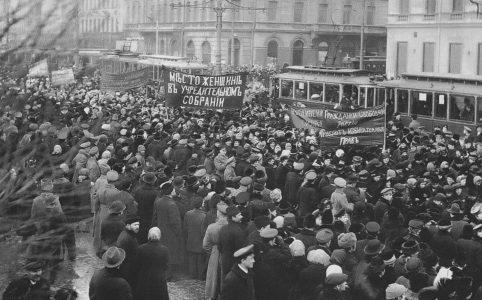 Митинг женщин на Невском проспекте. Конец марта  — начало апреля 1917 г.