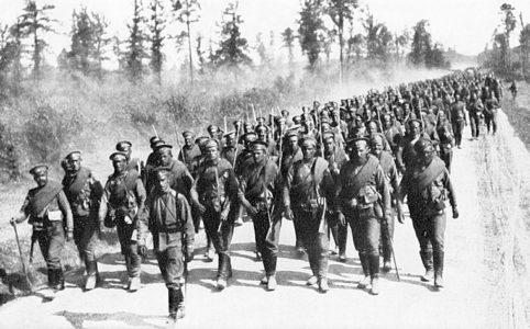 Пехотный полк на марше. Июнь-июль 1917 г.