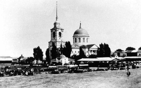 Севск. Успенский собор и торг. Фото нач. XX в.