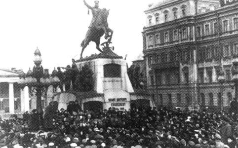 Мининг на Скобелевской площади в Москве. 1917 г.