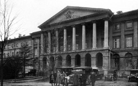 Смольный. Октябрь 1917 г. Автор: Я. В. Штейнберг