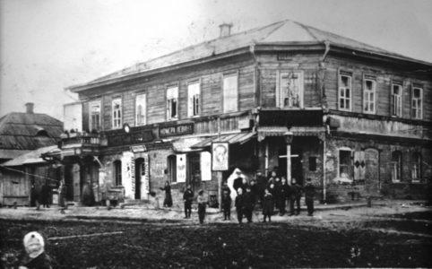 Сураж. Угол Красной и Благовещенской улиц. Фото с открытки Л. Эйдлина. 1910-е гг.