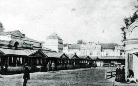 Городской базар в Трубчевске. Фото нач. XX в. Из собрания Трубчевского краеведческого музея.