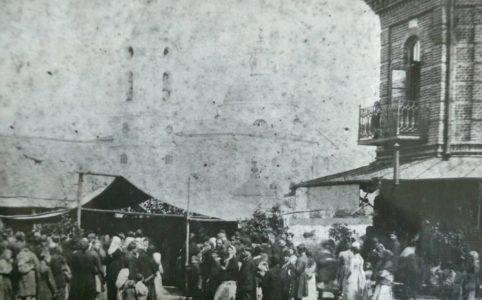 Вид на торговые ряды со стороны Женской гимназии в Трубчевске. Фото нач. XX в.