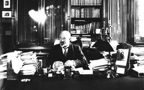 И. Г. Щегловитов в рабочем кабинете. 1911 г.