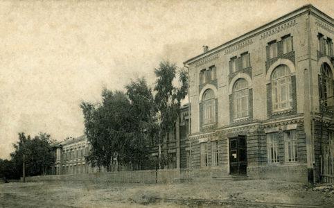 Мужская гимназия в Бежице. Фото с открытки 1914 г. Из коллекции группы ВК «Брянск глазами разных поколений».