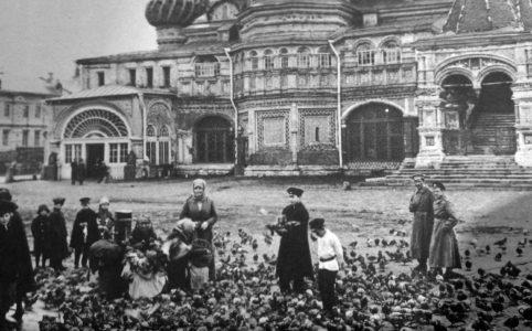 Голуби на Красной площади. 1917 г.