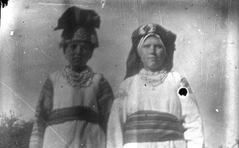 Крестьянки с. Ружное. Фото из коллекции этнографа Н. Лебедевой. 1920-е гг.