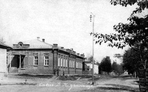 Училище в Севске. Фото начала XX в.
