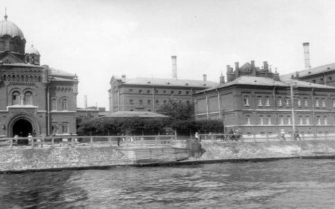 Одиночная тюрьма «Кресты» в Петрограде. Фотоателье К. Буллы. 1900-1910-е гг.